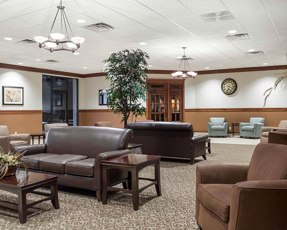 Lobby, Quality Inn & Suites Conference Center and Water Park