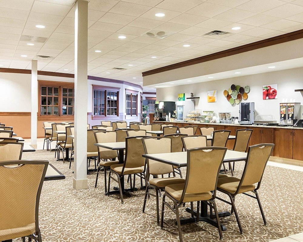 Breakfast Area, Quality Inn & Suites Conference Center and Water Park