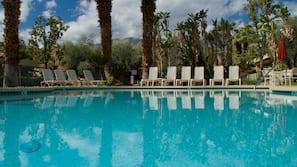 8 개의 야외 수영장