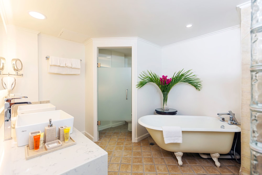 Bathroom, Coco Palm