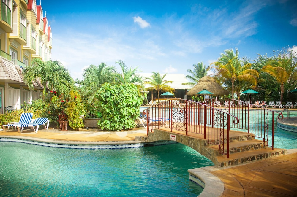 Outdoor Pool, Coco Palm