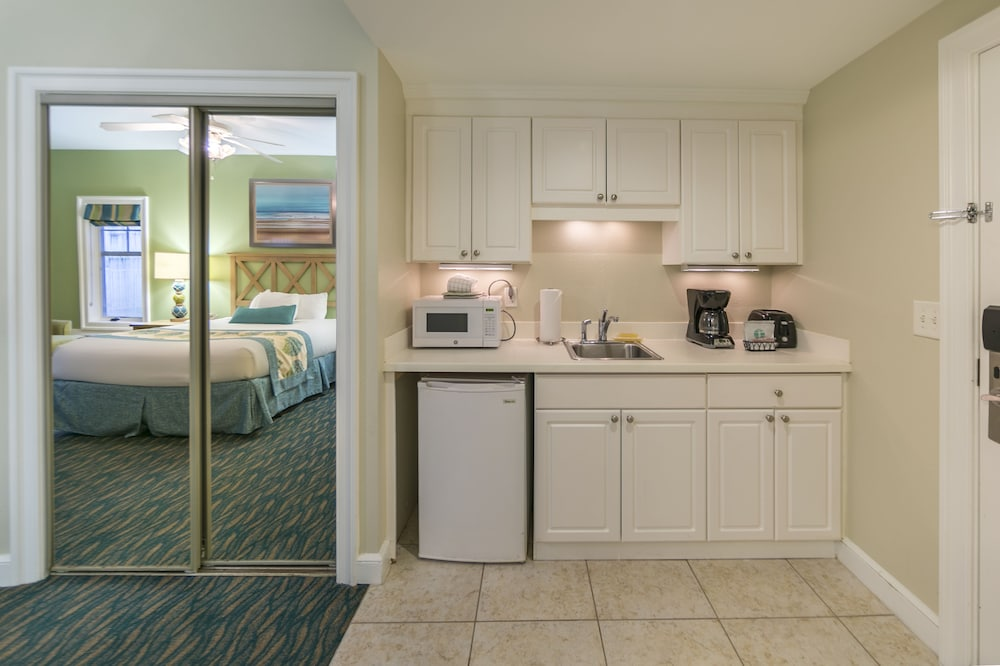 Private Kitchenette, Holiday Inn Club Vacations South Beach Resort
