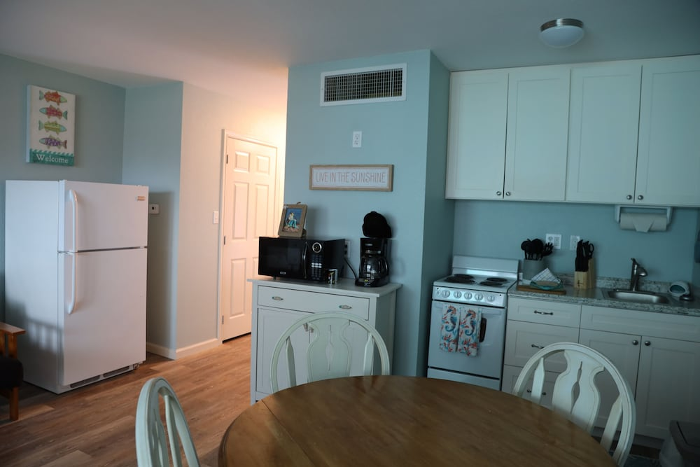 Private Kitchen, Executive Keys Condominiums on the Beach