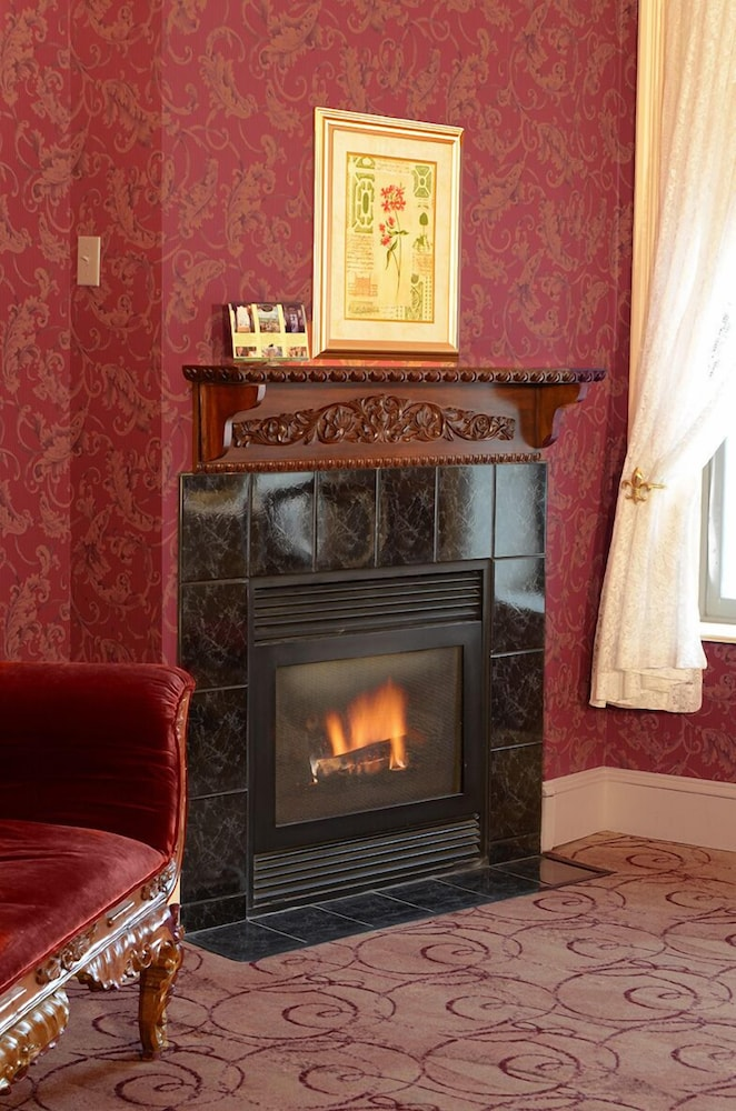 Fireplace, Water Street Inn