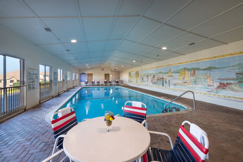 Indoor/Outdoor Pool, Westgate Branson Lakes Resort