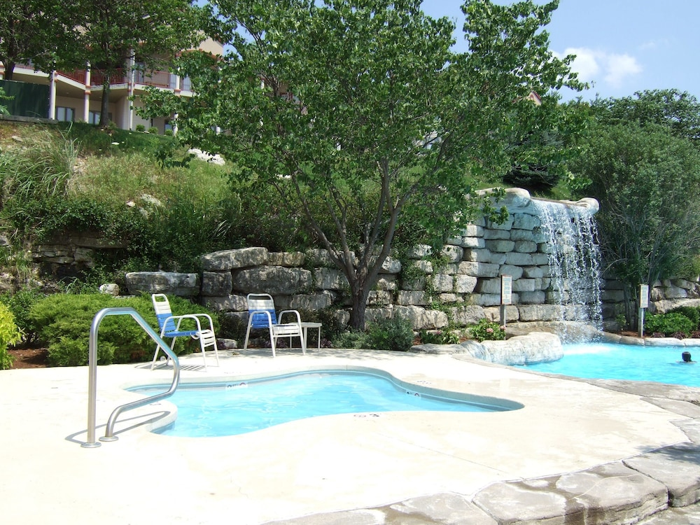 Outdoor Spa Tub, Westgate Branson Lakes Resort