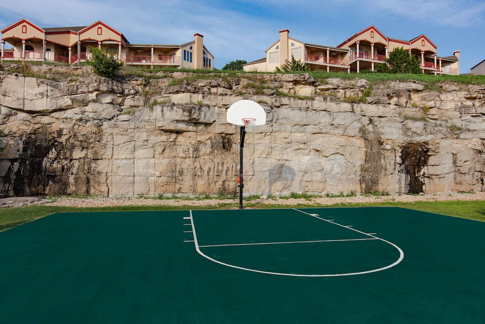 Basketball Court, Westgate Branson Lakes Resort