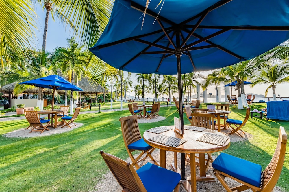 Property Grounds, Bahia del Sol Beach Front Boutique Hotel
