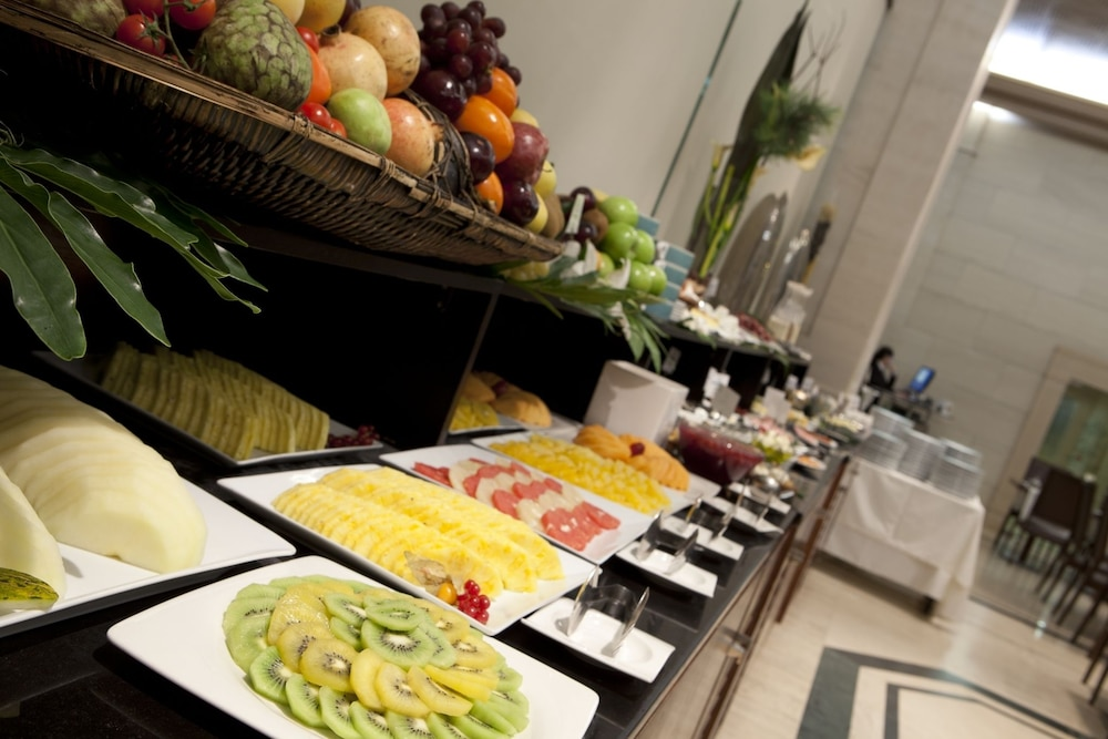Breakfast buffet, Hotel Las Arenas Balneario Resort