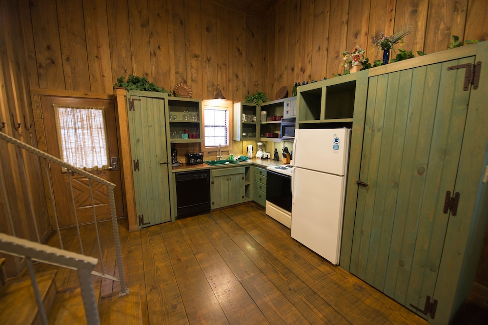 Two-bedroom cabin - In-Room Kitchen