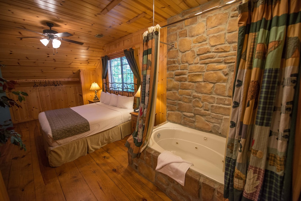 The Cabins At Green Mountain In Branson Mo Expedia