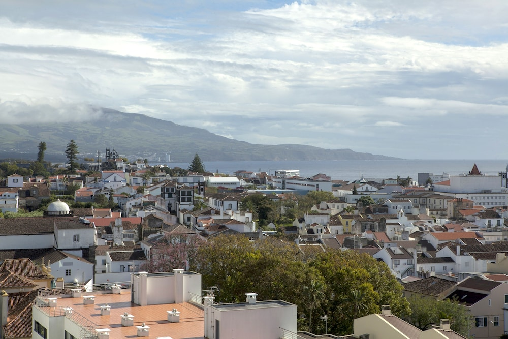 ponta delgada christian dating site Visit the stunning azores on our exciting 8-day holiday and enjoy the delights of these 9 magnificent islands in the middle of the atlantic ocean.