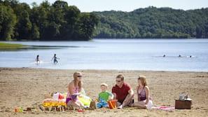 Beach nearby, kayaking, motor boating, rowing