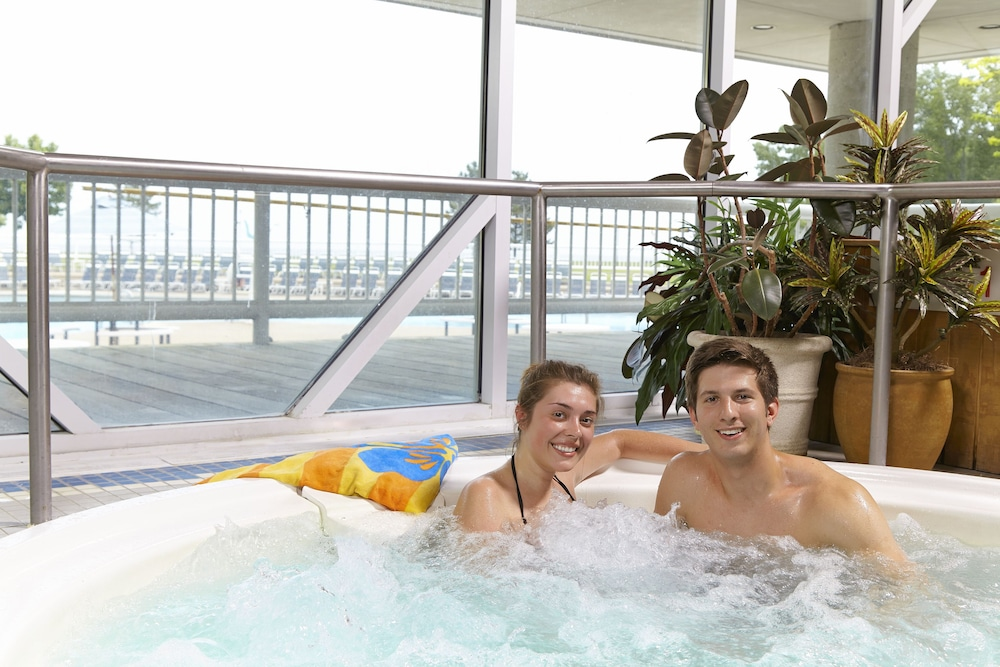 Indoor Spa Tub, Maumee Bay Lodge and Conference Center
