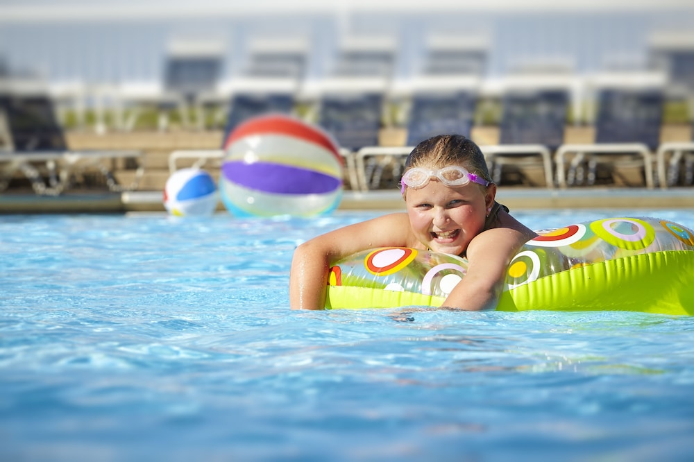 Outdoor Pool, Maumee Bay Lodge and Conference Center