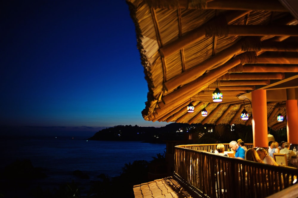 Outdoor Dining, Embarc Zihuatanejo
