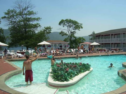 The Georgian Lakeside Resort