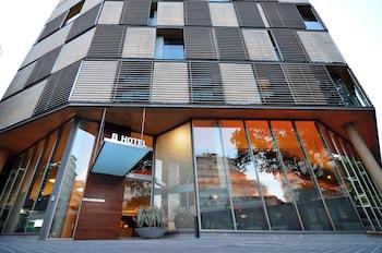 Gran Via de les Corts Catalanes, 389-391, 08015 Barcelona, Spain.