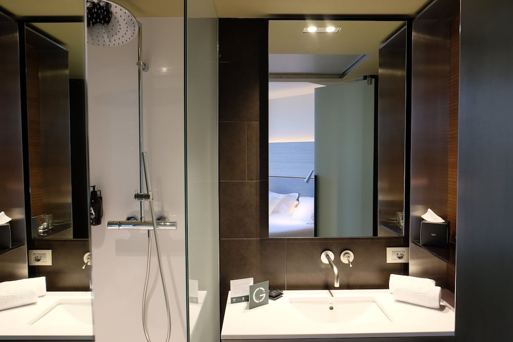 Bathroom, B-Hotel