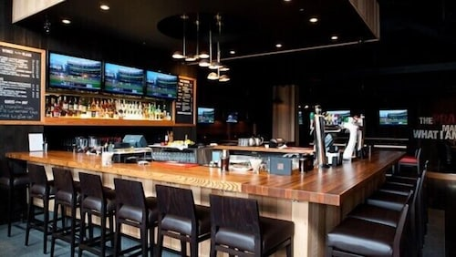 Sports Bar, Coast Hotel & Convention Centre Langley City