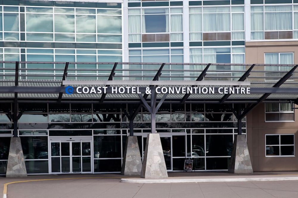 Property Entrance, Coast Hotel & Convention Centre Langley City