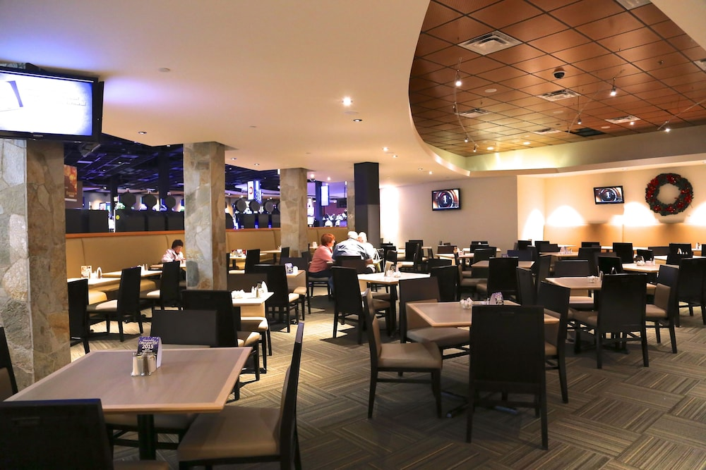 Family Dining, Coast Hotel & Convention Centre Langley City