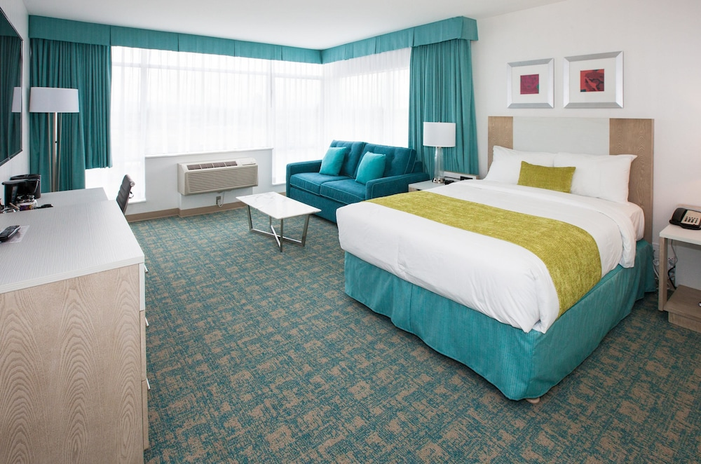 Room, Coast Hotel & Convention Centre Langley City