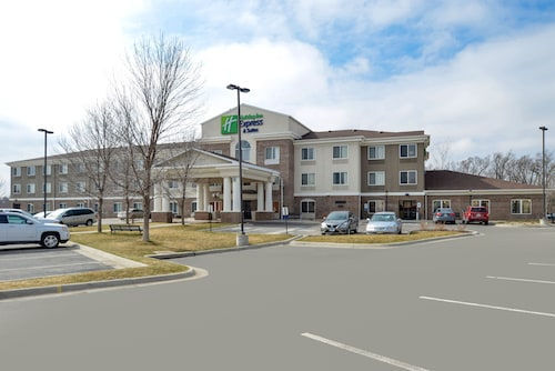 Great Place to stay Holiday Inn Express & Suites Omaha West near Omaha