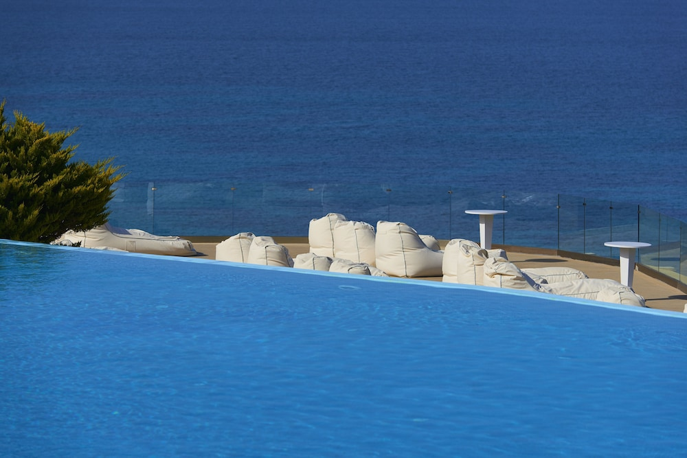 Outdoor Pool, Saint John Hotel Villas & Spa