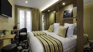 Hochwertige Bettwaren, Minibar, Schreibtisch, Verdunkelungsvorhänge