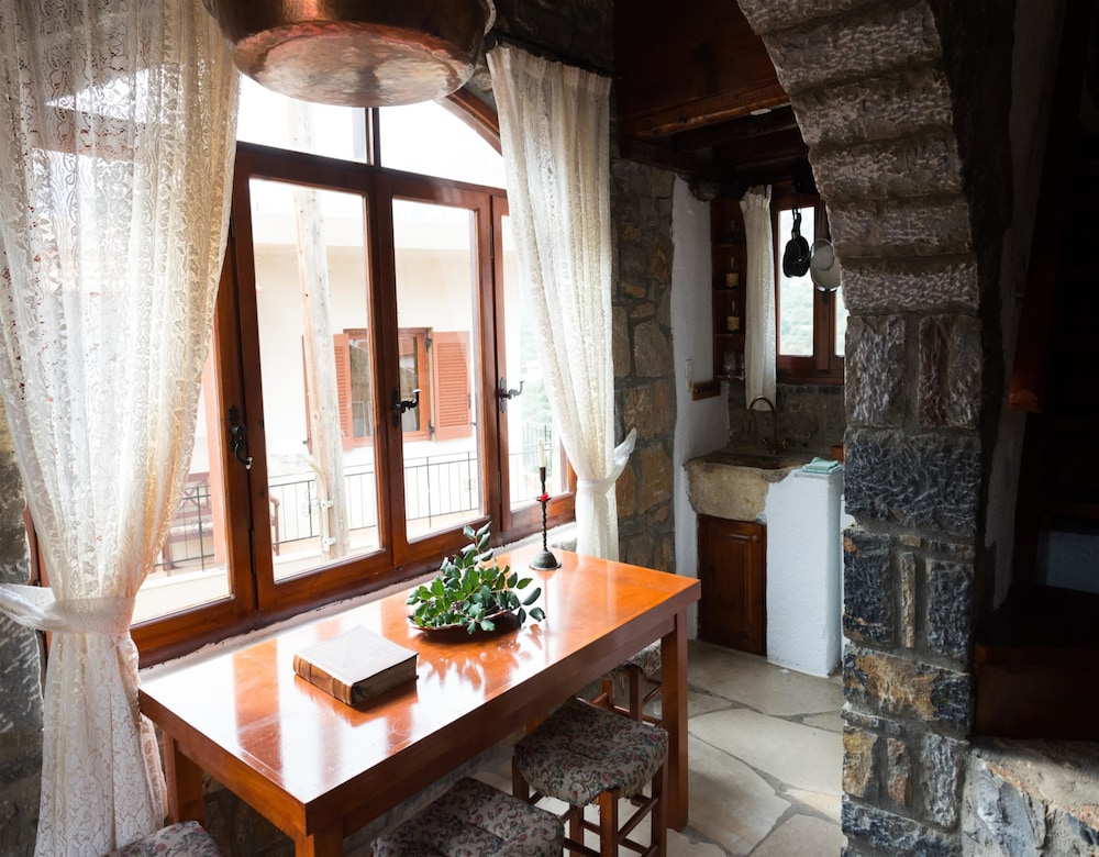 Traditional House, 1 Bedroom - Featured Image