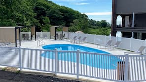 Seasonal outdoor pool, sun loungers