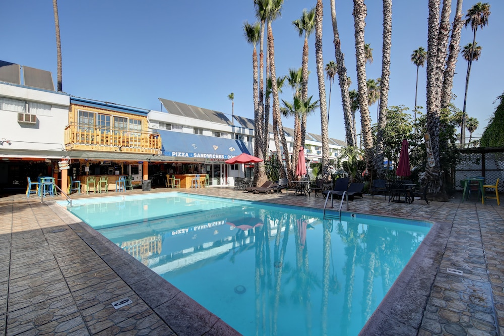 Featured Image, Tradewinds Hotel LAX Airport
