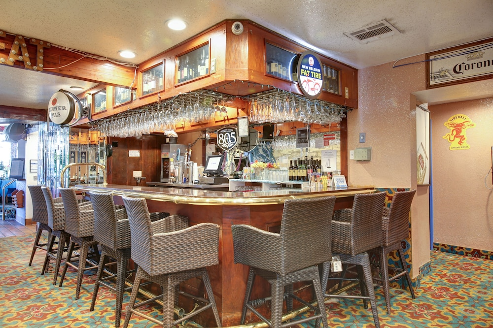 Bar, Tradewinds Hotel LAX Airport