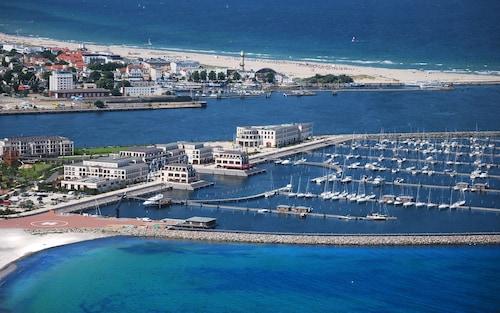 Spiaggia di warnemunde punti di interesse a rostock con for Aja resort warnemunde schwimmbad