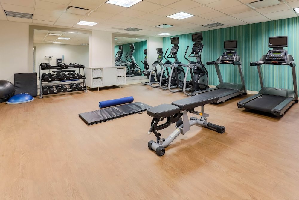 Fitness Facility, Holiday Inn Express Hotel & Suites Fort Worth Downtown, an IHG Hotel