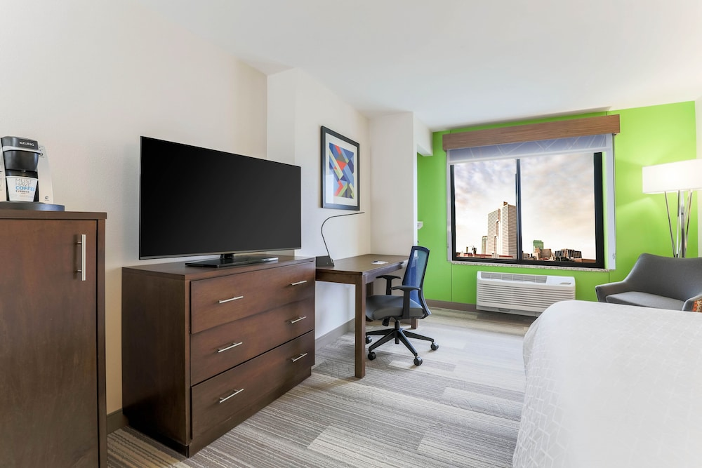 Room, Holiday Inn Express Hotel & Suites Fort Worth Downtown, an IHG Hotel