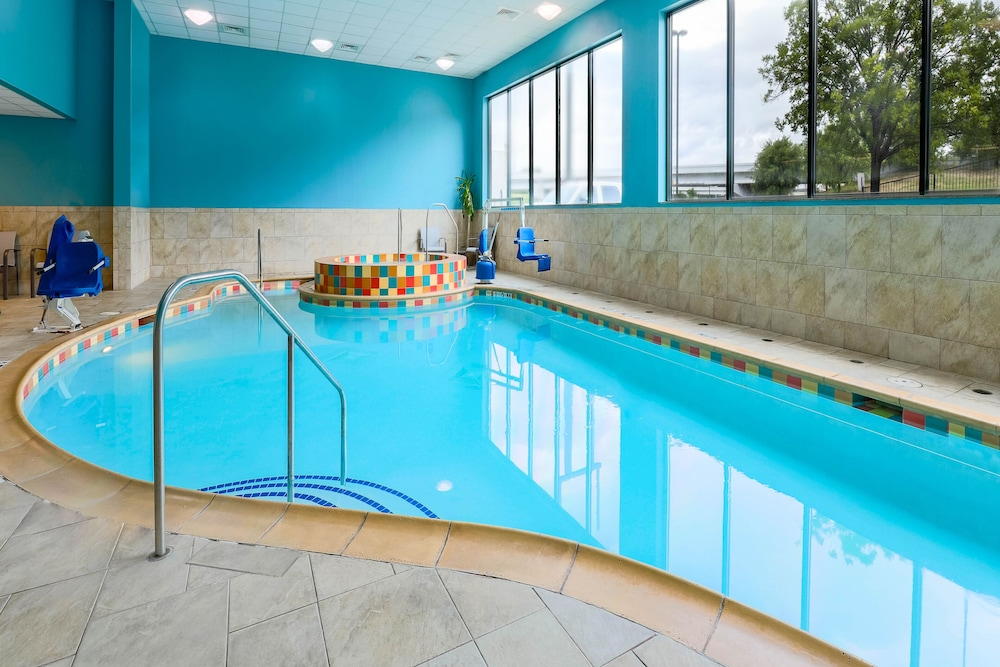 Pool, Holiday Inn Express Hotel & Suites Fort Worth Downtown, an IHG Hotel