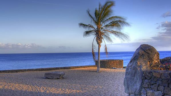 Ubicación cercana a la playa, arena blanca y submarinismo