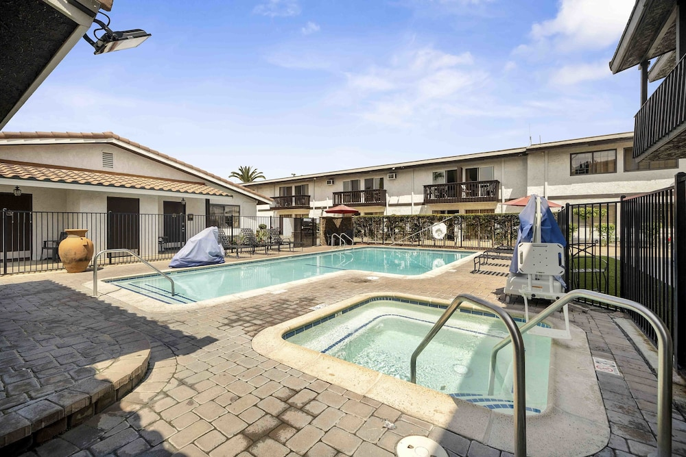 Property Grounds, Lemon Tree Hotel & Suites Anaheim