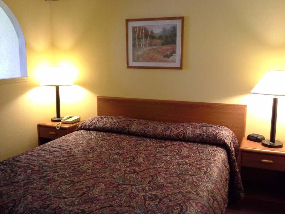 Room, Economy Inn and Suites