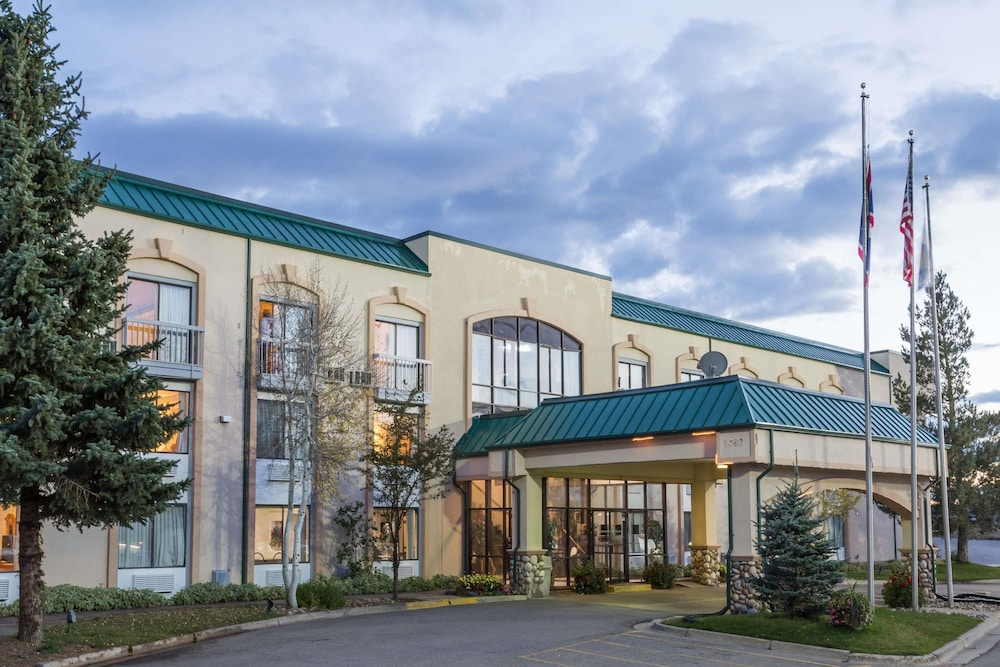 Days Inn By Wyndham Evanston Wy In Evanston Hotel Rates