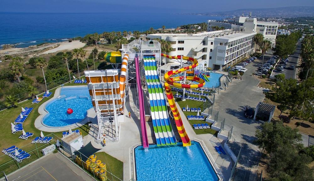 Hotel Laura Beach Splash Resort