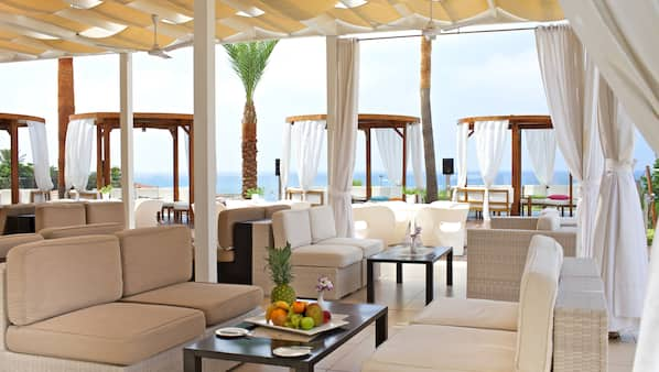 2 Bars/Lounges, Poolbar