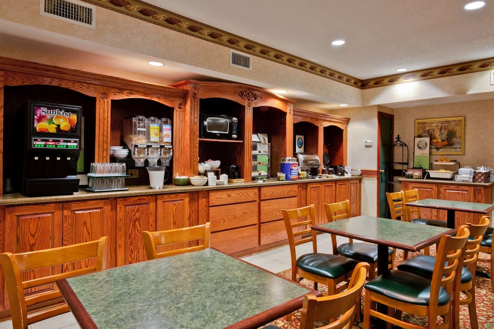 Breakfast Area, Country Inn & Suites by Radisson, Hot Springs, AR