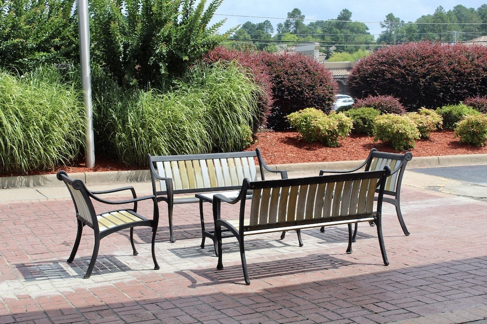 Terrace/Patio, Country Inn & Suites by Radisson, Hot Springs, AR