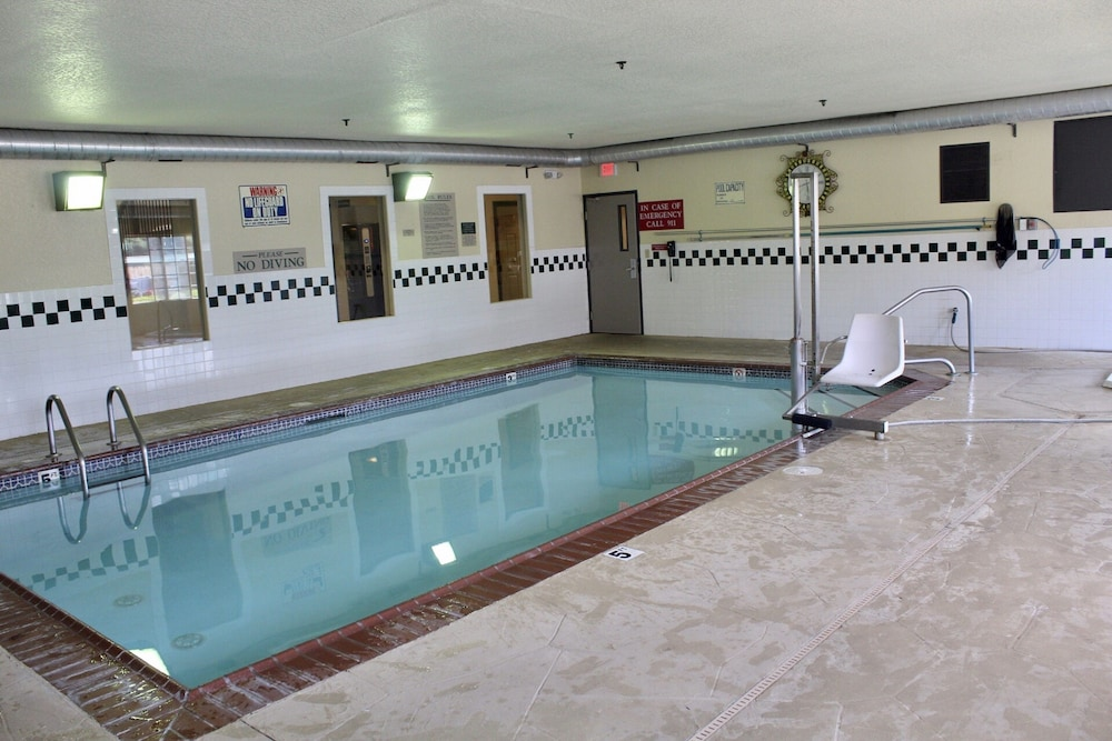 Pool, Country Inn & Suites by Radisson, Hot Springs, AR
