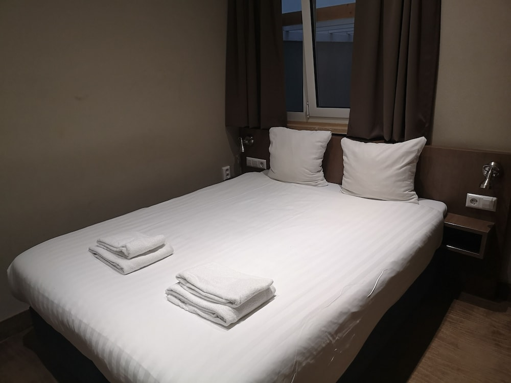 Room, Aston City Hotel