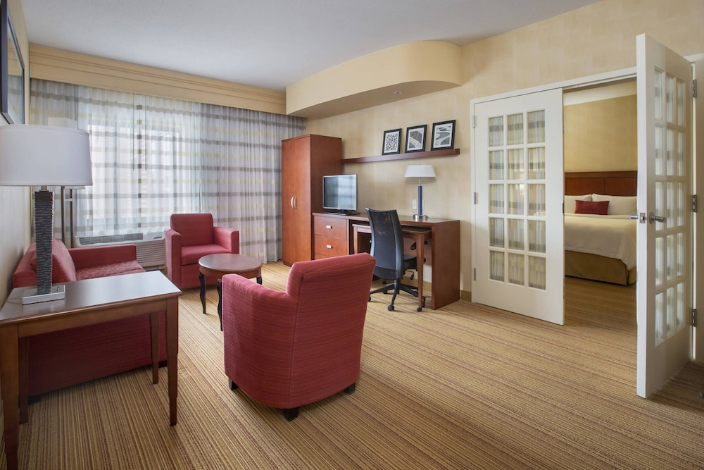 Room, Courtyard by Marriott Boston-South Boston