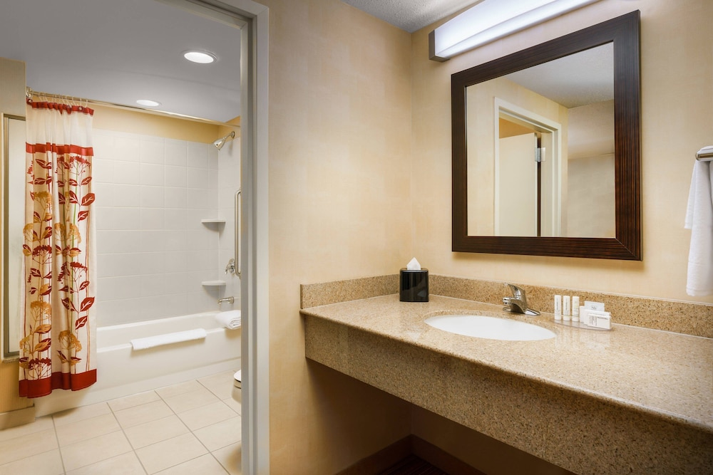 Bathroom, Courtyard by Marriott Boston-South Boston
